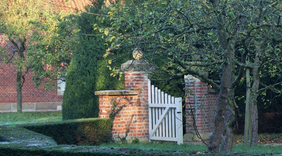 Foto der Garteninsel mit Tor am Haus Rüschhaus, Copyright: Claudia Ehlert